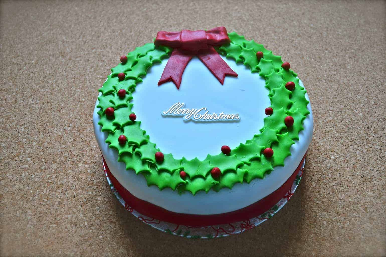 Holly Writhe Christmas Cake