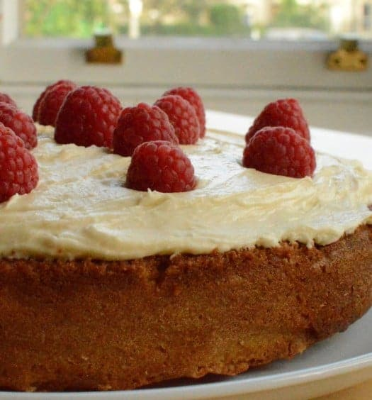 Pimm's & Raspberry Cake